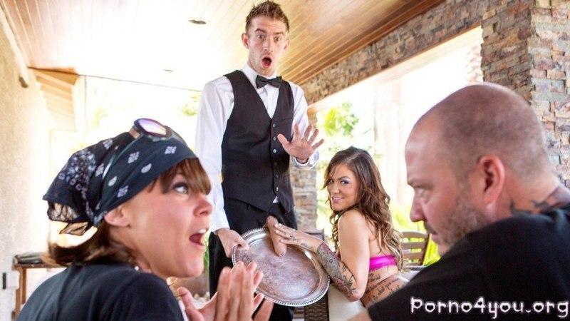 Официант обслужит сучку своим членом