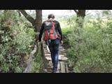 Переход мостика по пути на оленью ферму