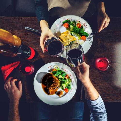 Подарок на 8 марта - свидание в ресторане