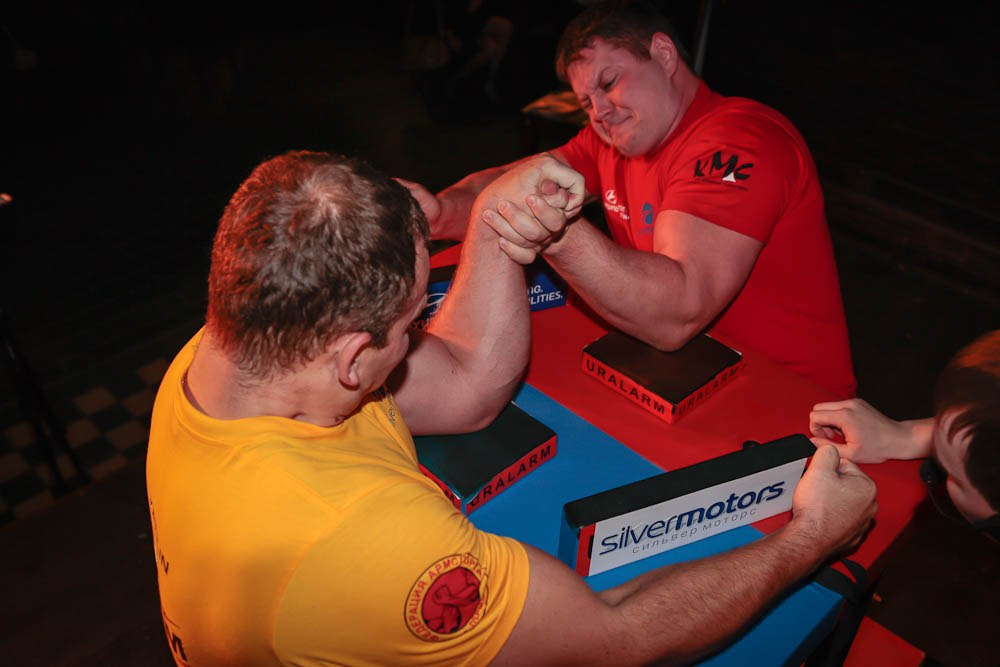 Evgeny Kriulin (yellow shirt) Vs. Ivan Kormilchev (red shirt)