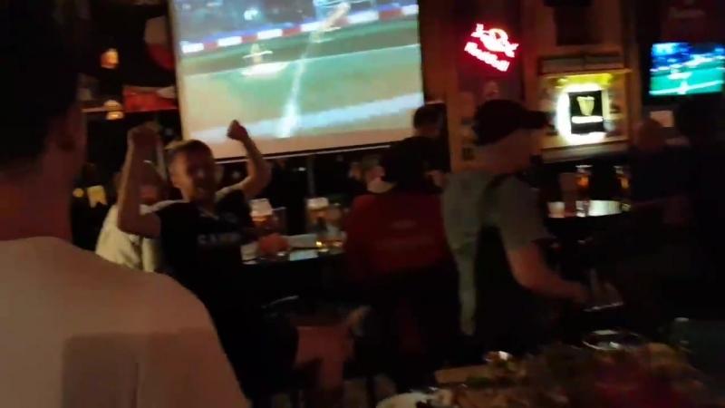 Англичане в Harat's Pub
