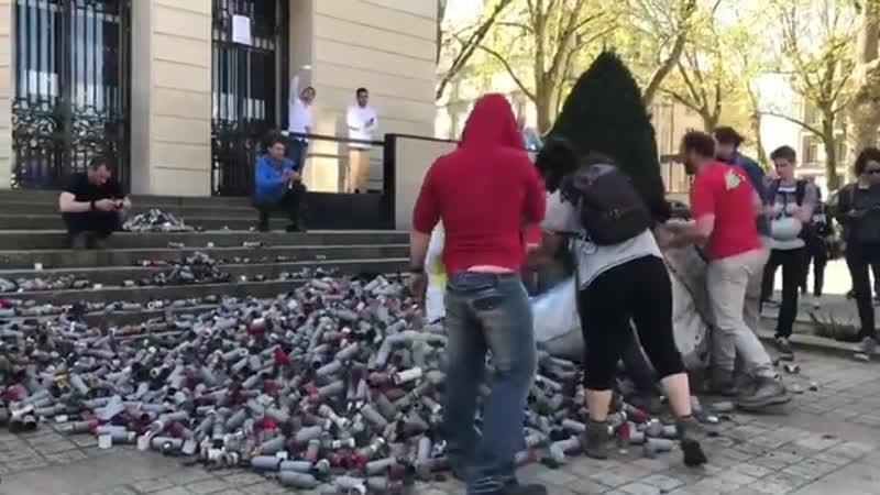 La rue ou rien - Les restes de milliers de grenades...