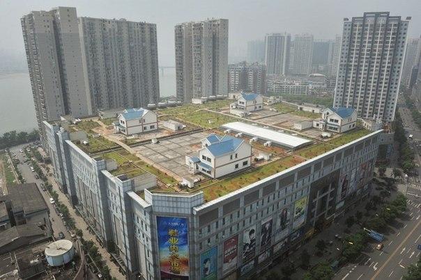 Частные дома на крыше восьмиэтажного