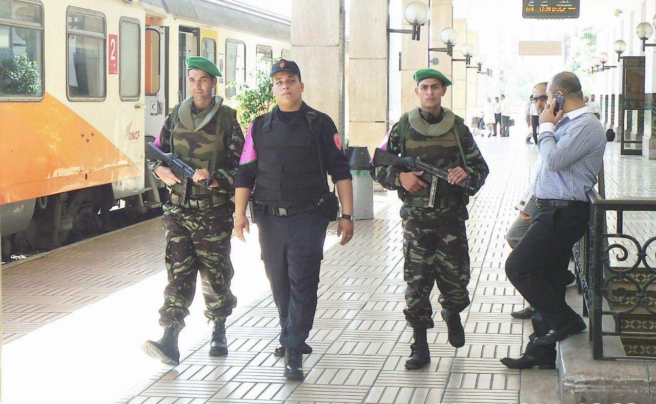 Photos de nos soldats et des Bases Marocaines - Page 2 L-hbwdLp85s