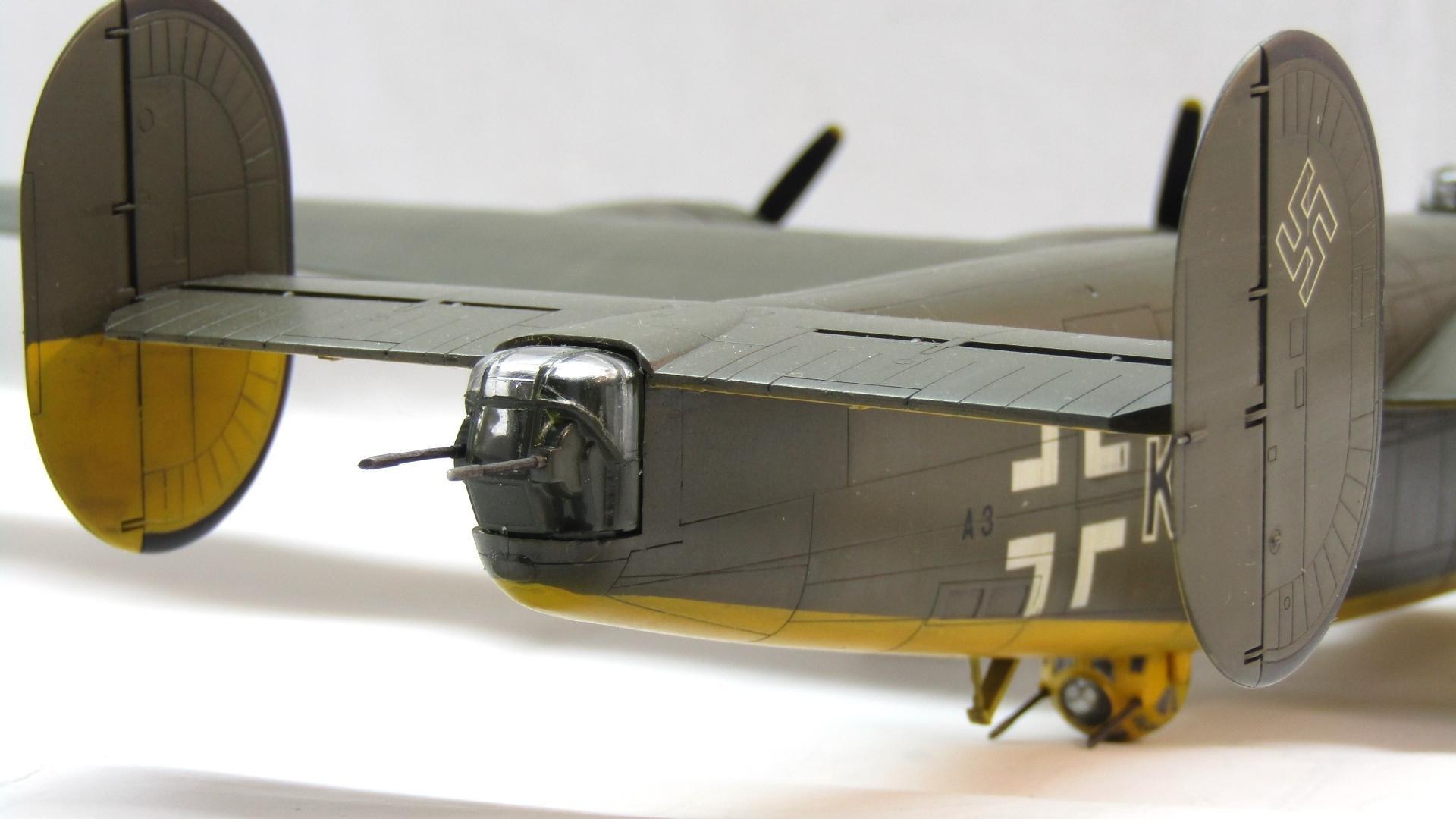 B-24H Liberator 1/72 (Academy) AS4lNUOoTk4