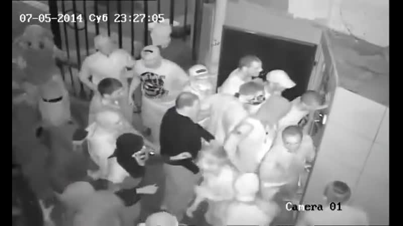 UKRAINE NAZIS envahissent un club GAY à KIEV 05 07 2014