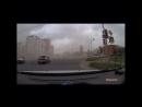 В Рязани порывом ветра оторвало секцию светофора. Соответствующее видео опубликовано в группе «Новости Рязани ВКонтакте». Как ви