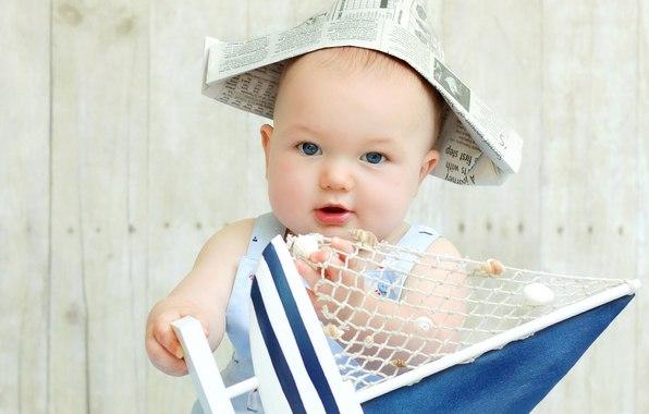 10 развивающих игр для детей от 6 до 24 месяцев 1. Давай споём. Куклы, мягкие игрушки – лучшие друзья малышей. Пение в компании с мягкой игрушкой развивает речевые навыки ребёнка. Посадите мягкую игрушку себе на колени. Пойте, какую – нибудь песню, сопровождая её подходящими действиями. Например: «Топ, топ, топает малыш» - при слове «топ» двигайте лапами игрушки; «Вдох глубокий, руки шире…» - имитируйте утреннюю гимнастику; «Антошка» - хлопайте лапами игрушки в такт песне. Отдайте мягкую…