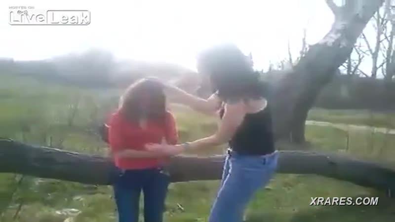 Русская девушка избита и унижена