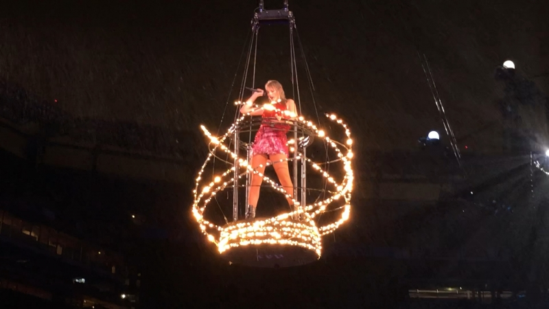 Taylor is in a flying cage ( MetLife 2018)