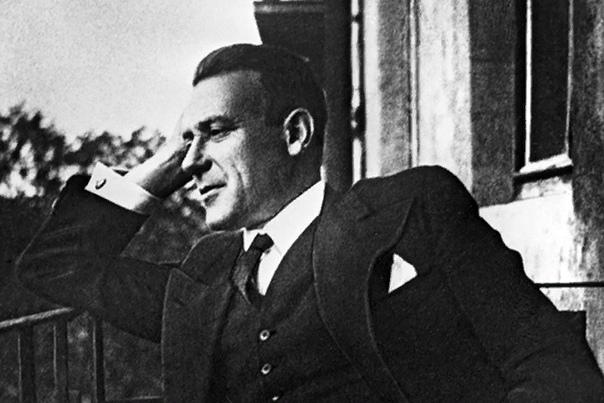 Михаил Булгаков Михаил Булгаков - русский писатель и драматург, автор множества произведений, которые на сегодняшний день считаются классикой русской литературы. Достаточно назвать такие романы,