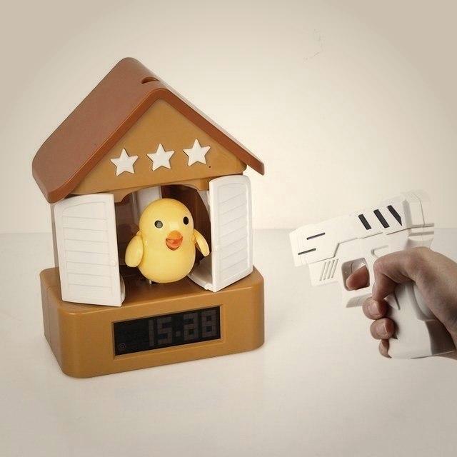 Будильник для тех кому сложно вставать по утрам В назначенное время дверь открывается и птичка начинает петь до тех пор