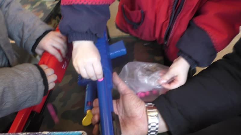 Зарядка детских пейнтбольных маркеров трех летними стрелками! 50 калир