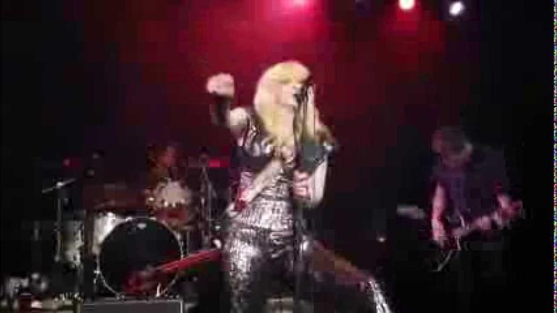 Courtney Love - Use Once Destroy - Live in Petaluma