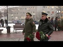 Видео Шойгу и Зиничев возложили цветы к памятнику спасателям в Москве