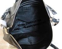 кремовая лаковая сумка с чем носить