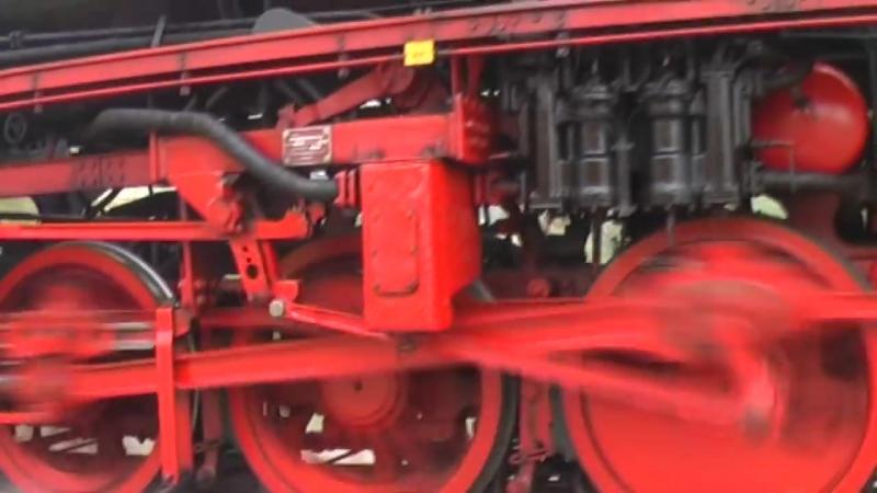 VSM spectaculair stoomtrein achtervolging. Big German steamtrain Dampflok Parall