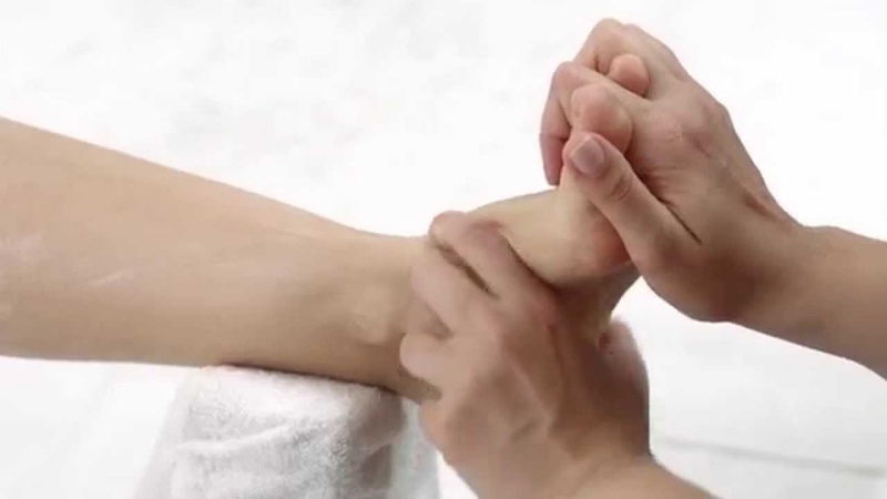 Essie Polska formuła profesjonalna. Odkryj profesjonalny zabieg pedicure essie spa krok po kroku