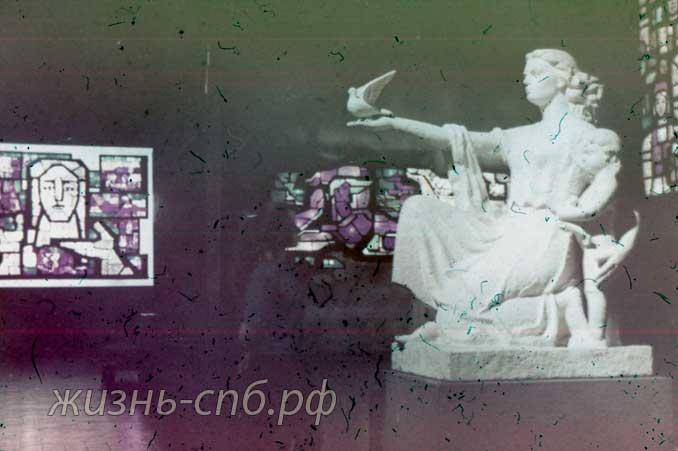 Каунас. В галерее скульптуры и витража