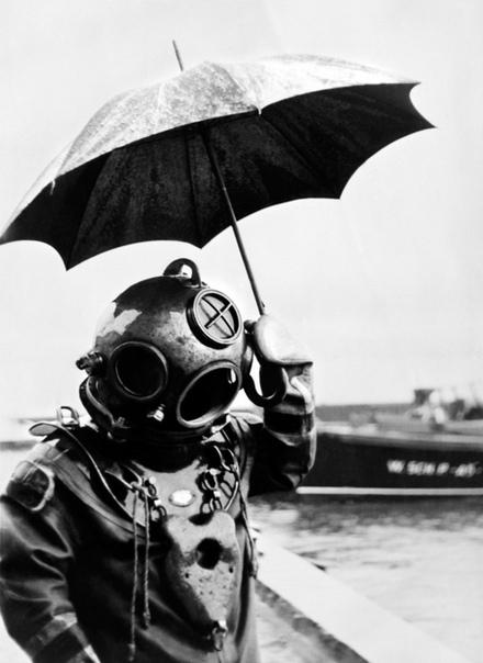 Водолаз под зонтом Почему бы и нет...1949г.