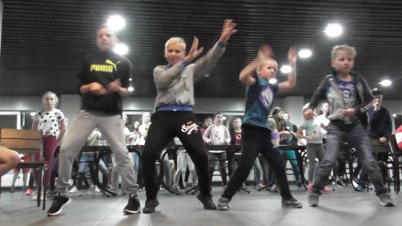 Соревнования just dance 4 смены в лагере Горная семейка