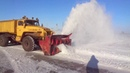 Cleaning the snow of the shaft equipment on the runway. Уборка снежного вала