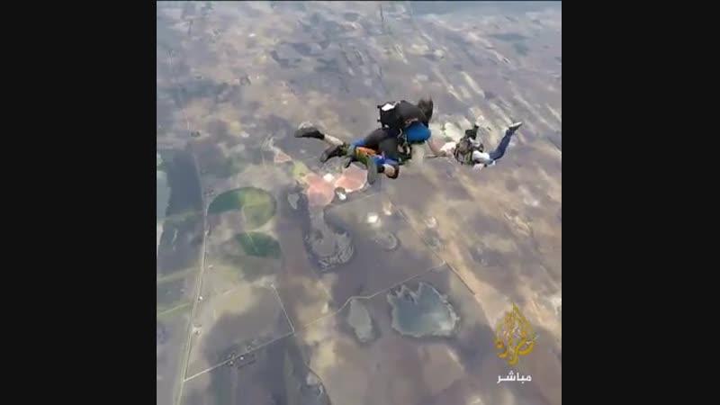 По случаю достижения 102-летнего возраста австралийский прыжок с парашютом с высоты 4300 метров