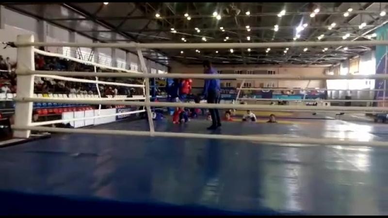 Алдатов Аскер Витальевич (в красном) бой за чемпиона РОССИИ