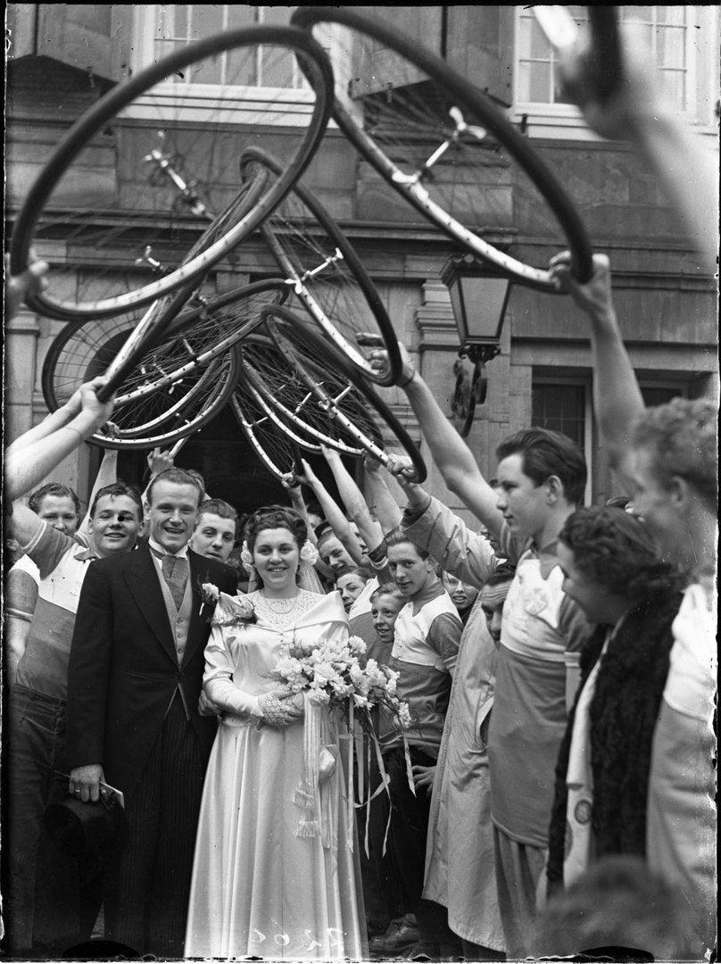 Свадьба велосипедистов. Амстердам, Нидерланды, 15 марта 1950 года.