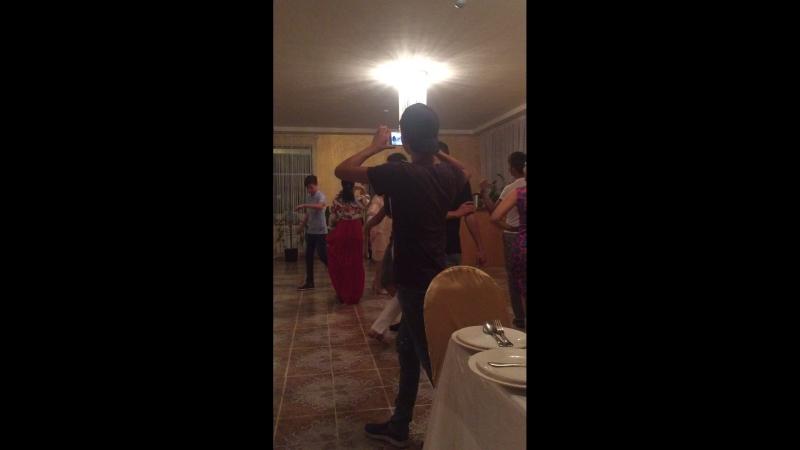 Никогда не забуду как танцевала с тобой братишка 😔😔это были самые лучшие дни в нашей жизни 😣