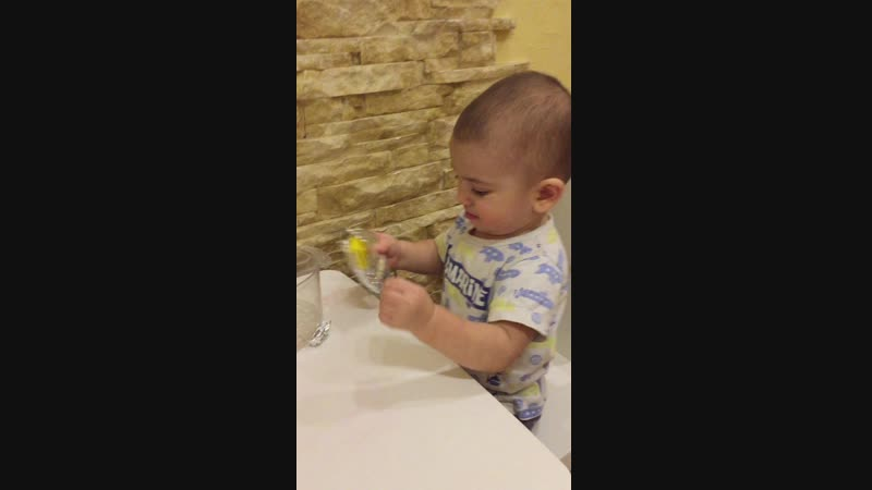 Игра с фольгой для детей от 1 года