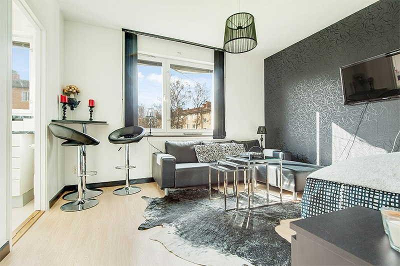 Интерьер квартиры 24 м в Европе с мини-кухней.