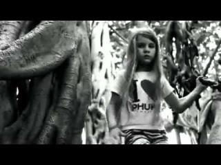 8-летняя Джулия исполняет хардкор (Девочка и heavy metal)