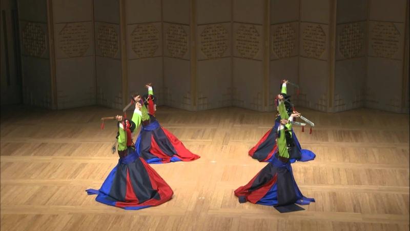 국립국악원 수요춤전: 김영숙과 정재연구회[2015.09.16.] 04. 검무(Geommu, Sword Dance)