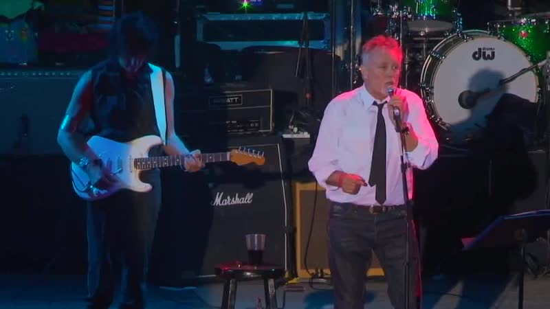 Roger Taylor and Jeff Beck Say Its Not True Live June 2011