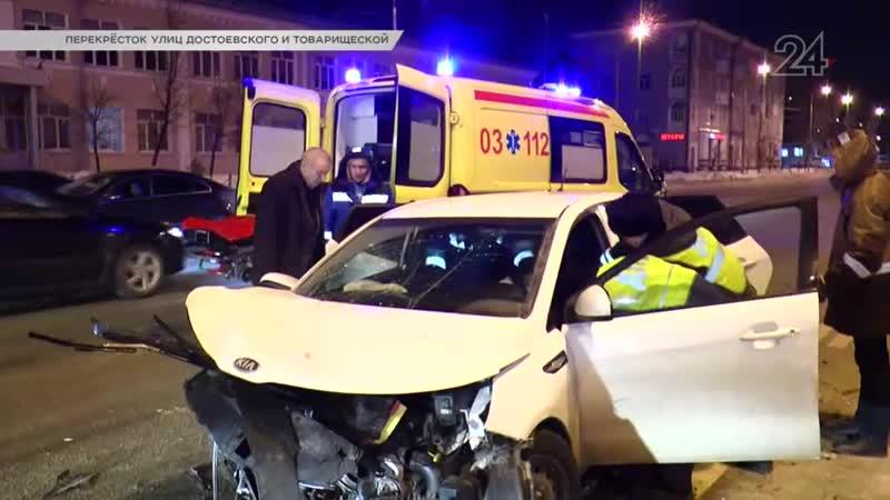 Водителя зажало в автомобиле после столкновения Mazda и Kia в Казани