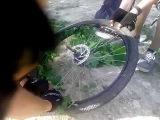 Траволечение велосипедного колеса или что делать если нет запасной камеры
