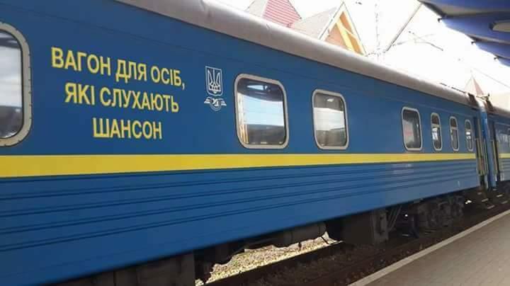 В Харькове пассажиров распределили по вагонам (ФОТО)