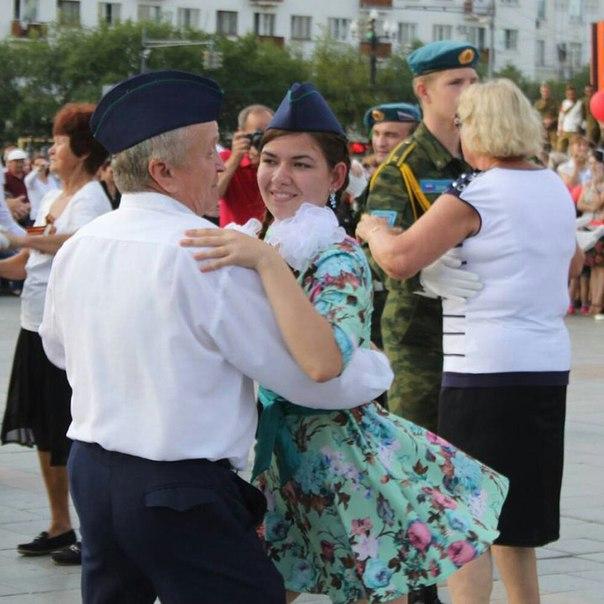 Танцевальный флешмоб в честь окончания Второй мировой войны