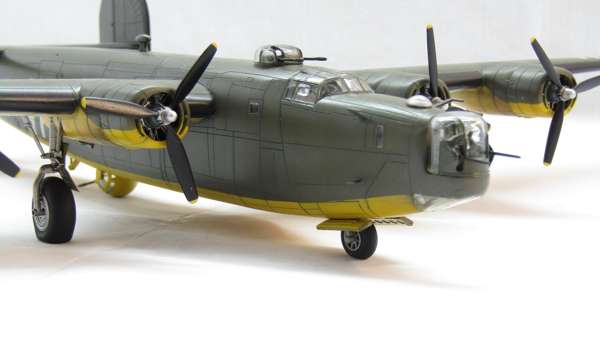 B-24H Liberator 1/72 (Academy) 3cLM4RN1AEU