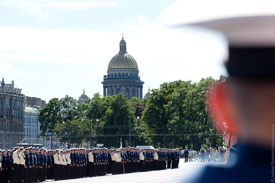 военные и кадеты на дворцовой площади