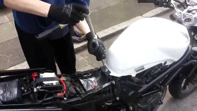 How to change Honda VTR 250 air filter
