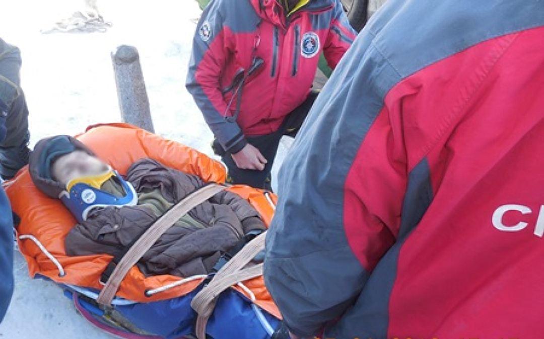 В Архызе пострадали два человека при катании на лыжах