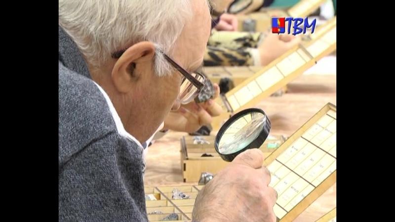 Экскурсионная группа первичной организации «Всероссийского общества слепых» из Североморска посетила музей цветного камня
