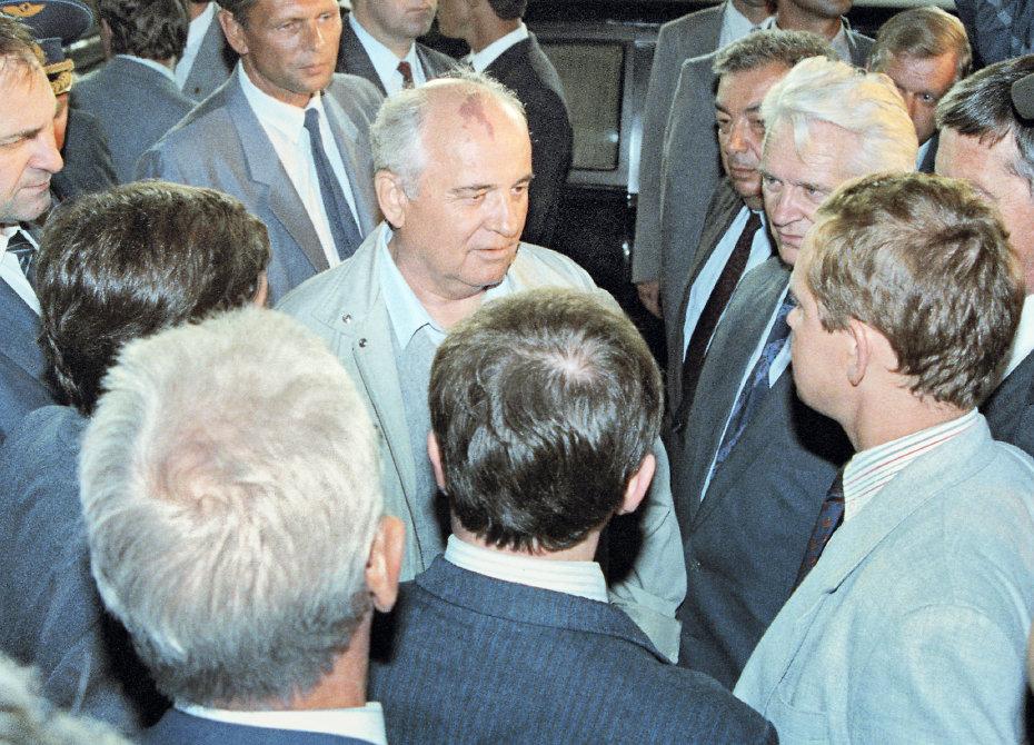 Анатолий Черняев о первом дне путча (из дневника 1991 года)