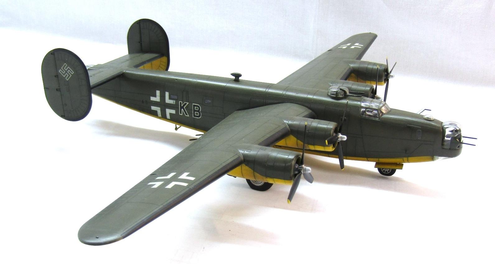 B-24H Liberator 1/72 (Academy) QWZZeBCAC78