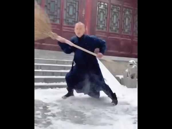 Street Sweeper Kung Fu Shaolin