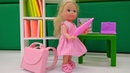 Малышка Барби собирается в школу. Видео на английском языке.