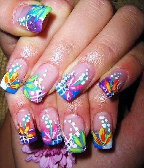 яркий дизайн ногтей: