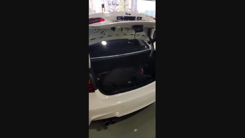 Power tailgate lift for BMW
